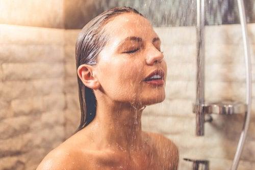 7 невероятни ползи от вземането на студен душ сутрин