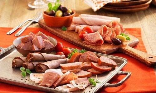 Дразнещите стомаха храни водят до поява на киселинен рефлукс.