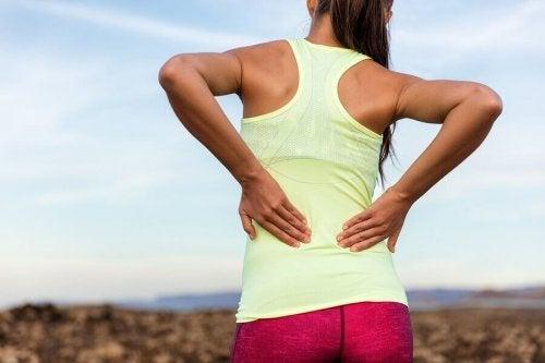 Мускулната слабост се свързва с деформация на засегнатата област.