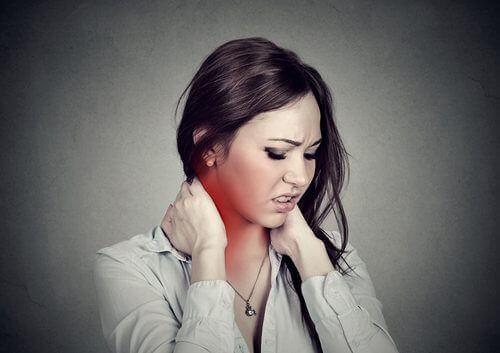Четири лесни упражнения за облекчаване на болката във врата
