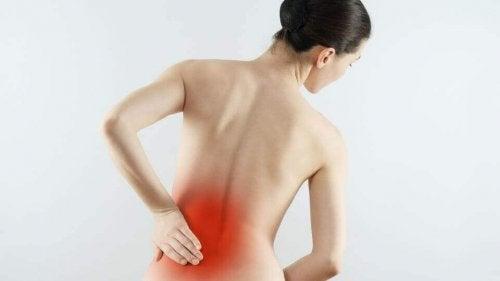 Остеоартритът е сред причините за болката в кръста.