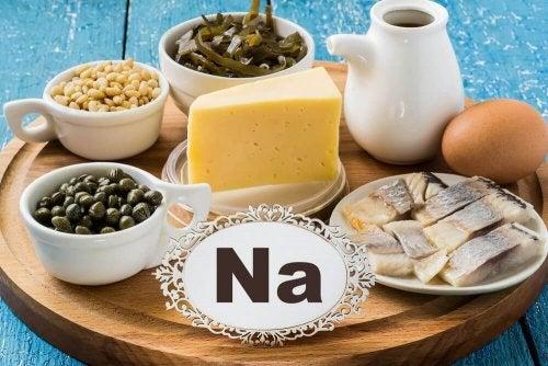 Когато навършите 40: снимка на храни, богати на натрий