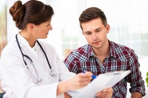Жена лекар и пациент мъж