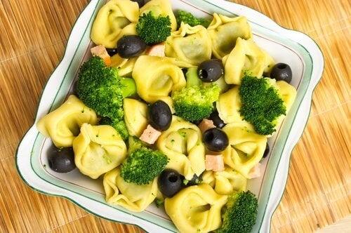 вкусните салати от броколи осигуряват на организма голямо количество желязо