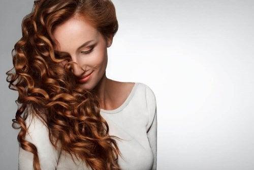 Витамин С се грижи за здравето на косата.