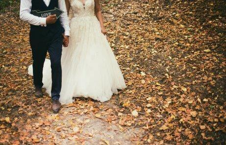 Избор на облекло при есенна или зимна сватба.