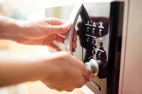 Микровълновата печка има различни приложения в домакинството.