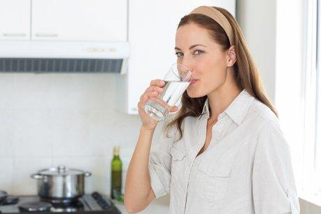 Пийте редовно вода, ако искате да се радвате на добро здраве.