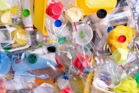 Избягвайте купуването на продукти в пластмасови опаковки.