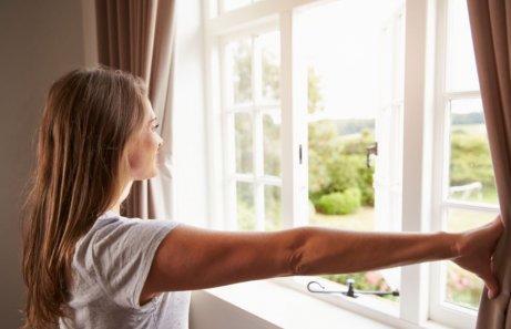 Редовното проветряване е важно за поддържането на дома.