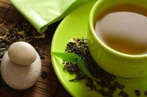 Дали зеленият чай наистина спомага отслабването?