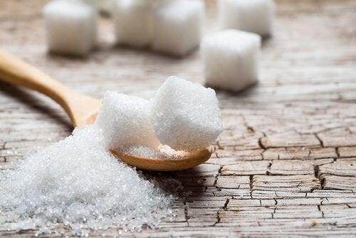 Високите нива на кръвна захар: кубчета бяла захар