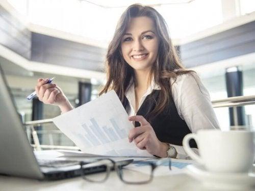 Повдигането на бюрото може да ви помогне да отслабнете постепенно.