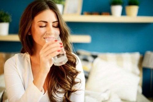 За да сте здрави трябва да поддържате организма си добре хидратиран.