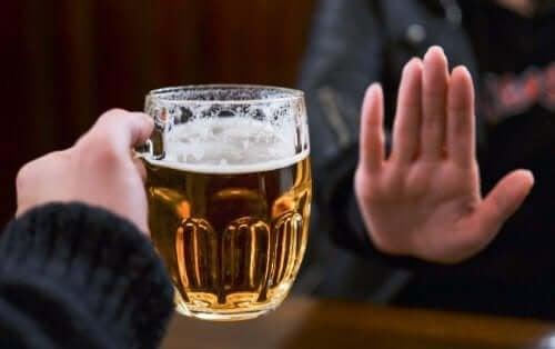 Спрете консумацията на алкохол, ако имате проблеми с уринирането.