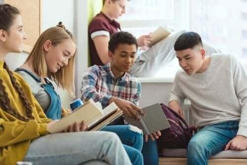 Часовете по четене развиват интелектуалните способности на децата.