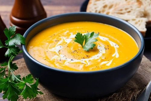 Крем супа от тиква с броколи, в купичка