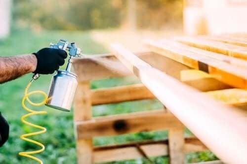 Обновете дома си със спрей боя