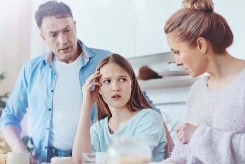 Как да разберете дали тинейджърът ви лъже