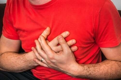 Причините за болка в гърдите при кашляне