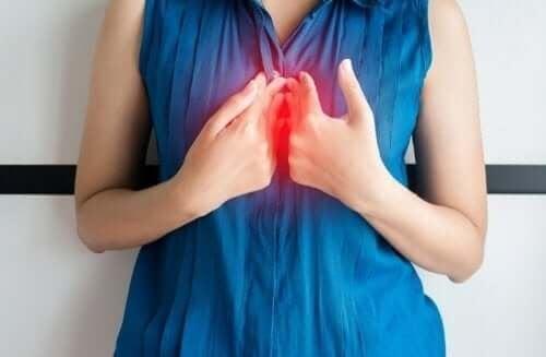 Съвети за предпазване от киселинния рефлукс през нощта