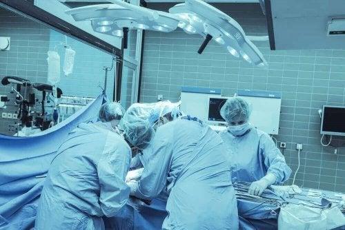 Извършването на хемисферектомия се използва при деца с чести гърчове.