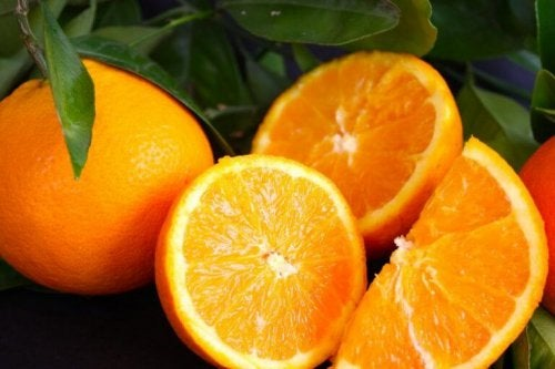За да свалите килограми: един цял и нарязани портокали