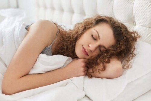 Спането на лявата страна облекчава появата на киселини.