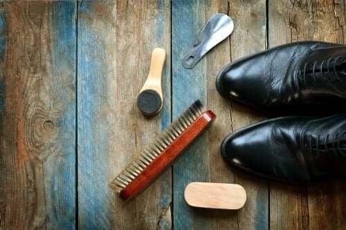 Как да почистите кожените обувки: 5 полезни съвета
