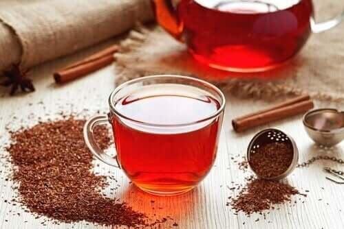 Чаят от ройбос крие редица полезни за здравето качества.