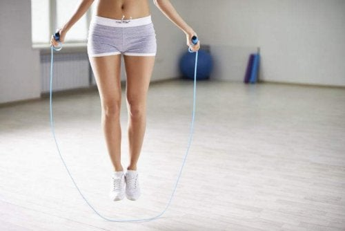 Рутинни упражнения за тонус: скачане на въже