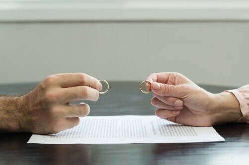 7 съвета за справяне с един травмиращ развод