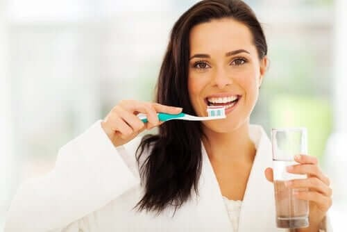 Редовното миене на зъбите ще ви помогне да се предпазите от появата на зъбните кариеси.