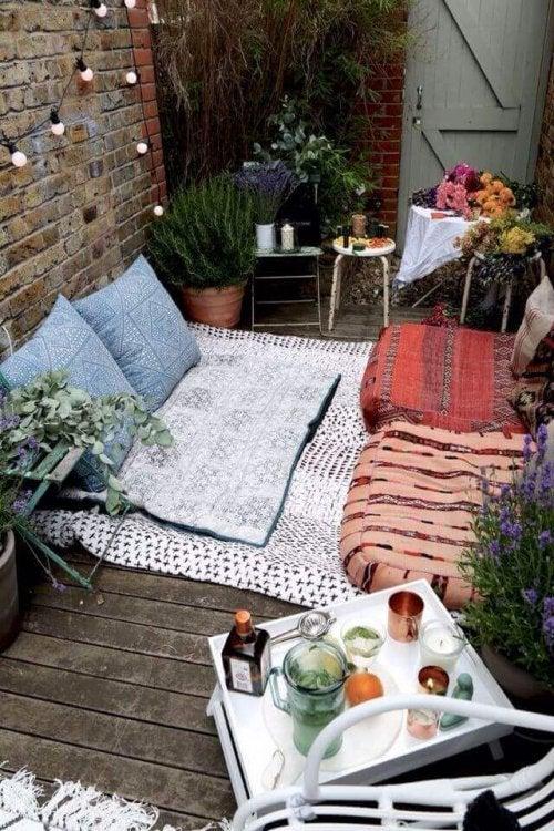 Украсете балкона си с възглавници