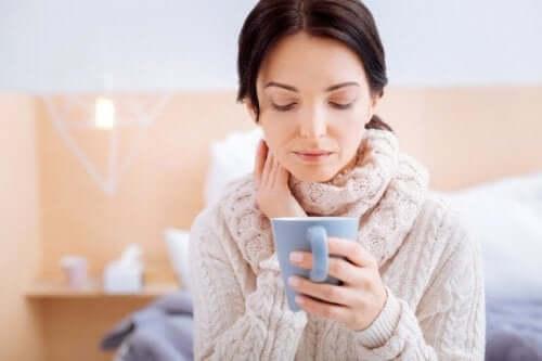 Подправката карамфил помага при кашлица.
