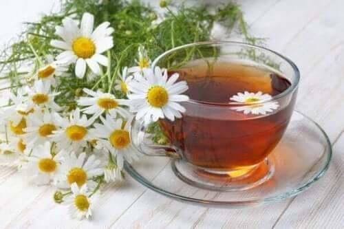 Пакетчета чай от лайка срещу тъмните кръгове под очите