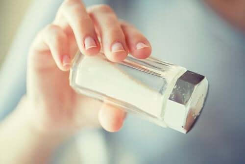 Ограничете приема на сол, за да сте здрави.