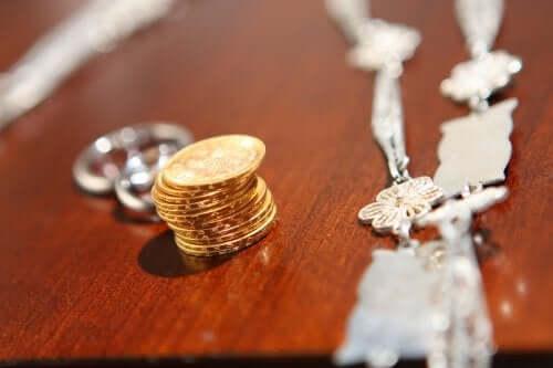 Какво представляват сватбените монети