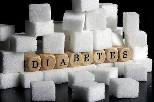 Диабет тип 1: снимка на бучки захар и надпис диабет