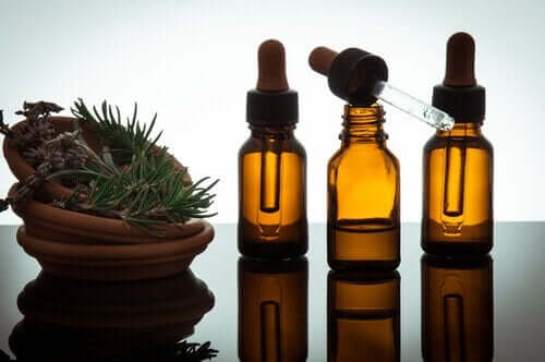 Снимка на 3 шишенца с етерични масла