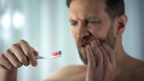 Всичко, което трябва да знаете за кървящите венци