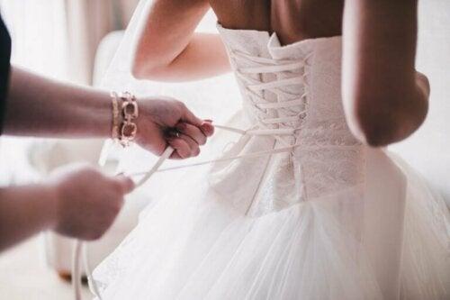 Снимка на булка в сватбена рокля