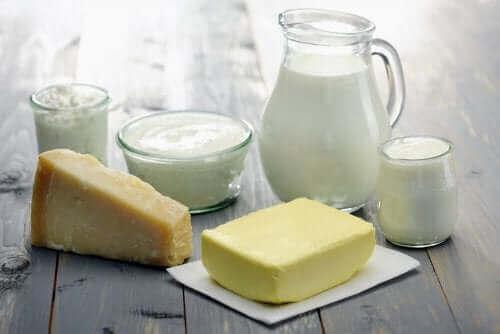 Пълномаслено или нискомаслено мляко: снимка на различни видове млечни продукти