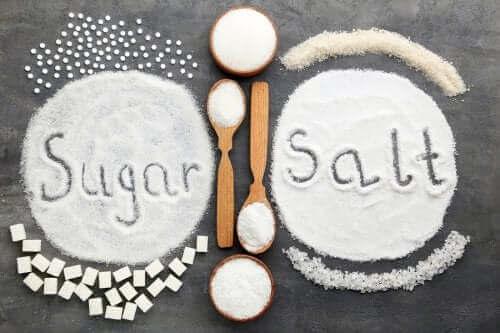 Прекаляването със сол или захар: кое е по-вредно за здравето?