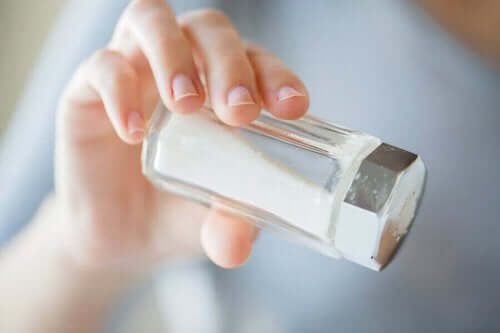 Организмът ни се нуждае от минимално количество сол, за да функционира правилно.