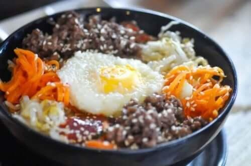 Бибимбап: снимка на ястието в чиния