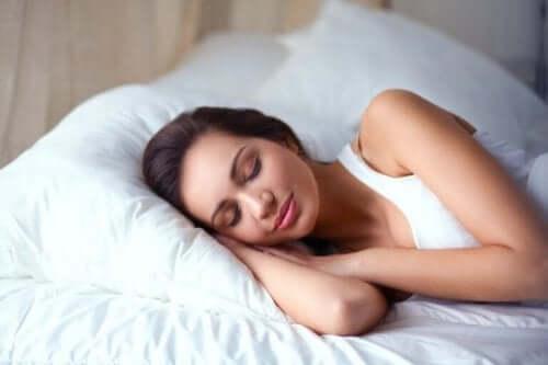 Снимка на жена, която спи