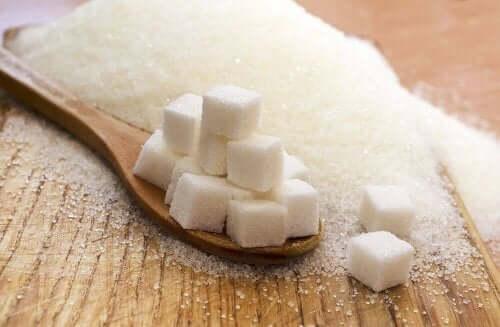 Прекаляването със сол не е толкова опасно колкото прекомерната консумация на захар.