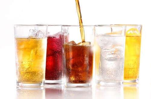 Можете ли да напълнеете от диетичните безалкохолни напитки?