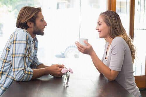 Мъж и жена на кафе